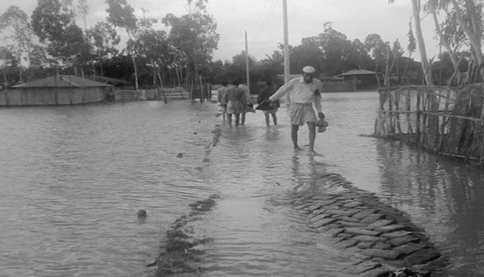 মাতারবাড়ীতে সপ্তাহ ধরে পানিবন্দি ৫০০ পরিবার