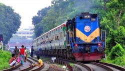 চট্টগ্রাম রেলে পুকুর 'চুরি'